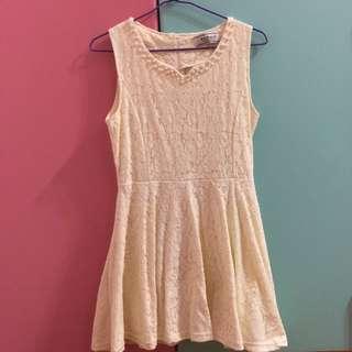 甜美黃蕾絲洋裝