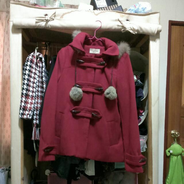 紅色牛角扣外套