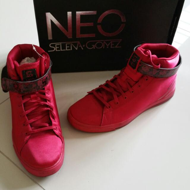 Authentic Adidas Neo Daily Twist Selena Gomez Red Beauty/Black, Women's Fashion on Carousell
