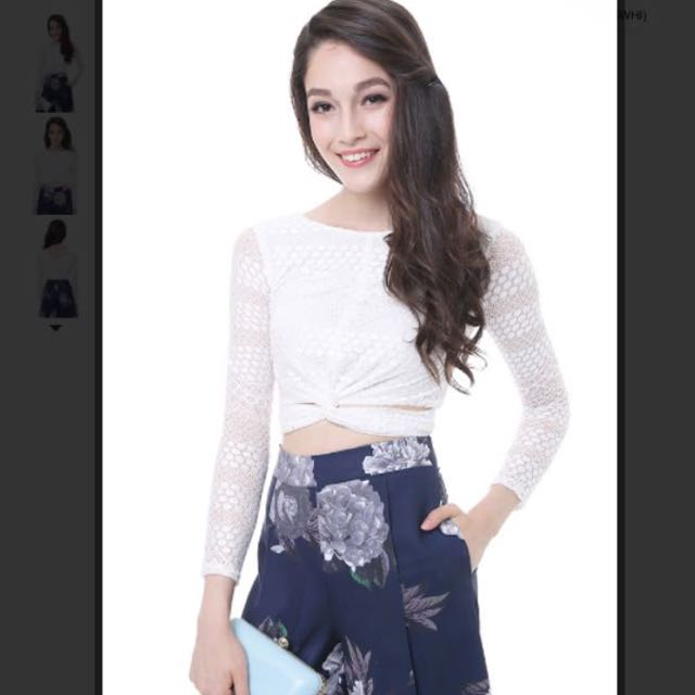 cbda568f3e6 MDS Front Twist Lace Long Sleeve Crop Top In White, Women's Fashion on  Carousell