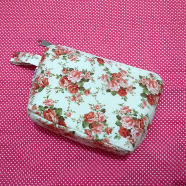 Shabby Pouch