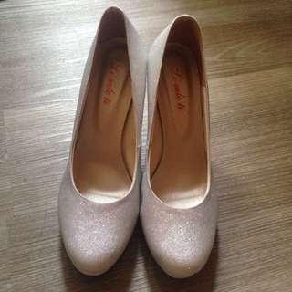 (保留中)銀色高跟鞋