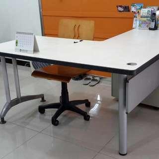 降:買一張多送一張桌!創業必備 震蛋OA角卓搬家大平賣