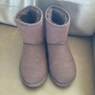 咖啡色皮雪靴