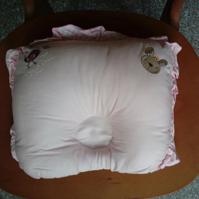 粉紅色寶寶枕