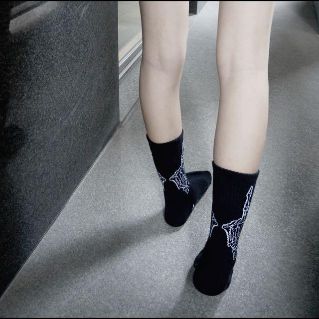 全部的襪子都在特價喔~ 價錢可議