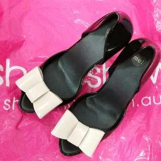 BN Authentic Melissa heels US5