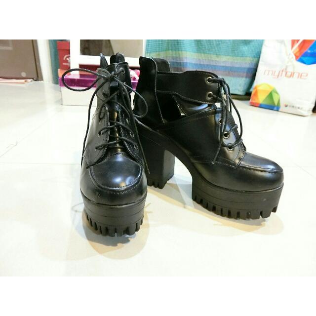 [二手] 百搭韓系厚底粗跟鏤空靴