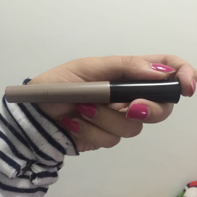 Elf eye primer in the shade Champagne