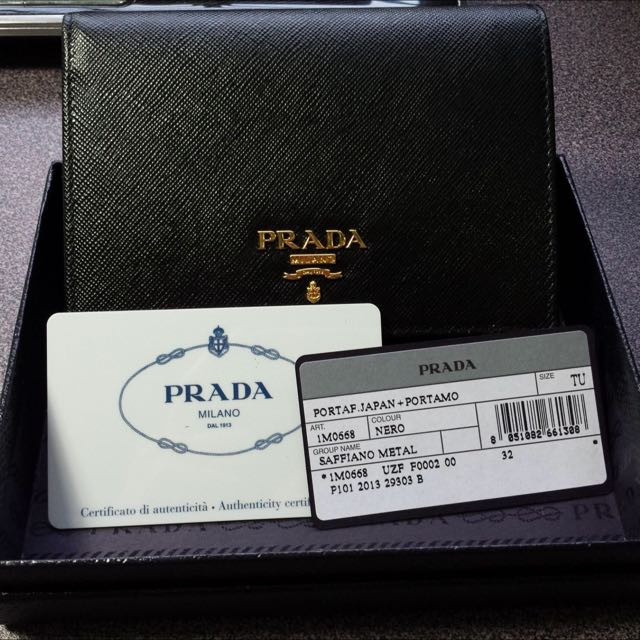 32ddf955845f Brand New Prada Saffiano Leather Short wallet NERO Black@ $410, Luxury on  Carousell