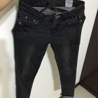窄小黑色顯瘦牛仔褲