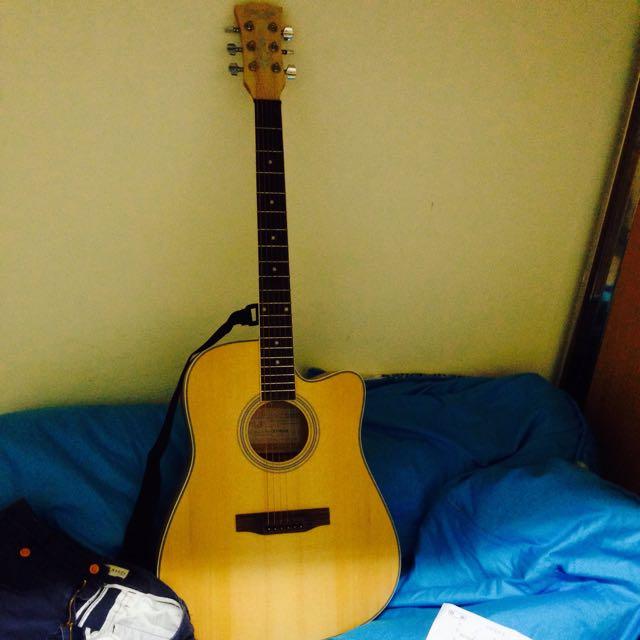 原木木吉他(附送匹克*2 吉他袋*1 吉他背帶*1 調音器*1 調音器電池*1 壓音的夾子*1)