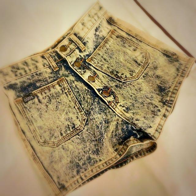 (二手)刷白水洗復古高腰牛仔短褲