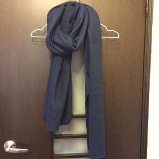 深藍色圍巾