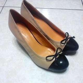 《全新》達芙妮 真皮楔型鞋(保留)