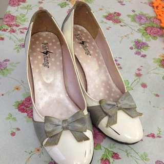 贈送-白色高跟鞋