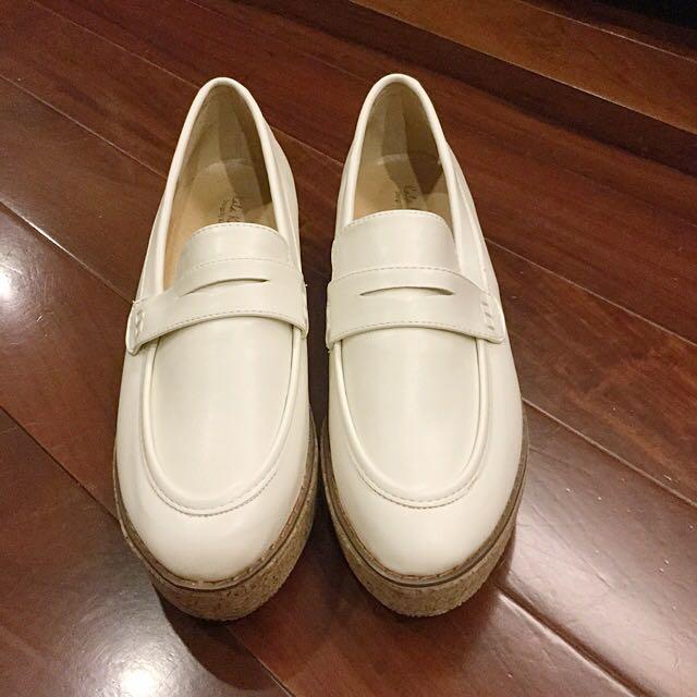部落客狂推 厚底白色福樂鞋(全新)