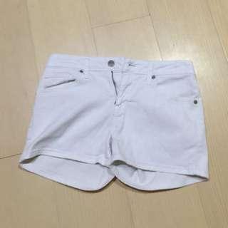 UNI QLO 白色短褲
