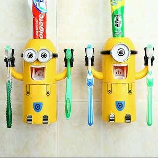 (預購)小小兵自動牙膏擠壓器 每週五結單