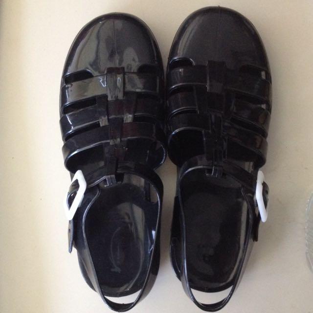 Black Gladiator Jelly Sandal ( in trend!)