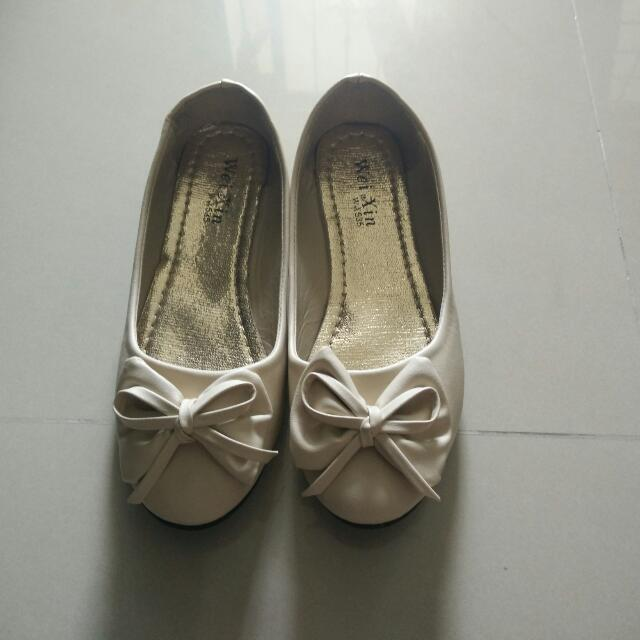 Flat Shoes In Cream