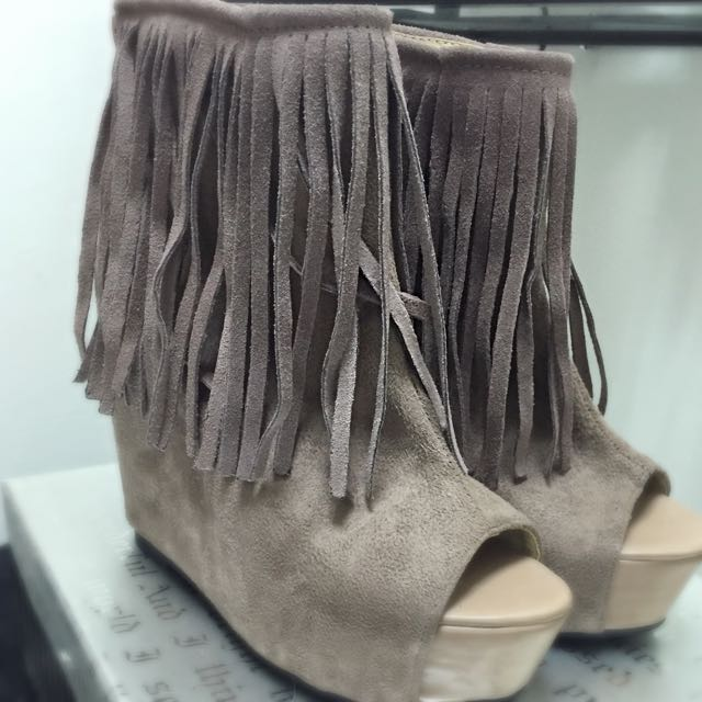New! 流蘇楔型涼靴-駝色