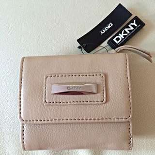 [Brand New] DKNY Tri-fold Wallet In Nude Color