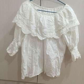 💋純白繡花荷葉袖上衣