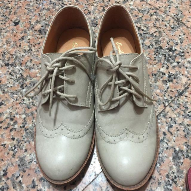 米白色牛津鞋24.5號