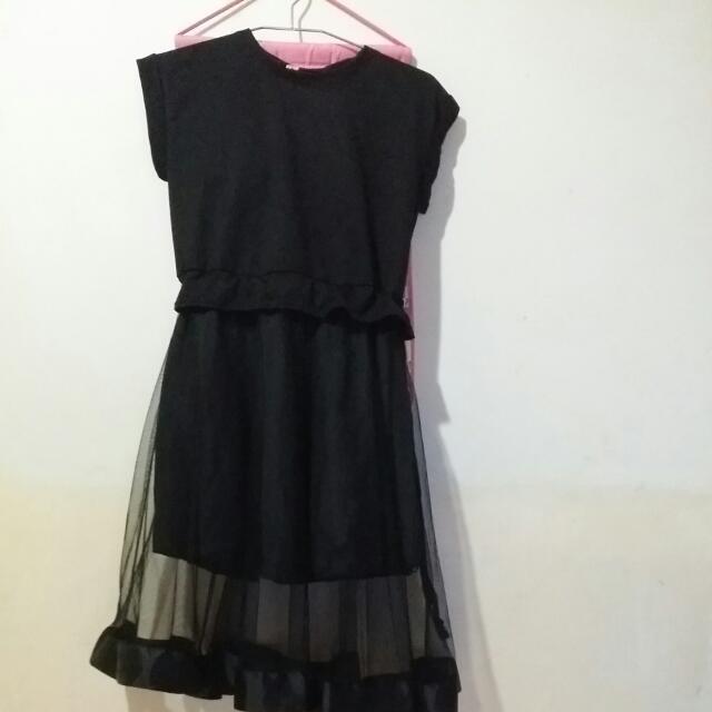 今年黑色拼接洋裝