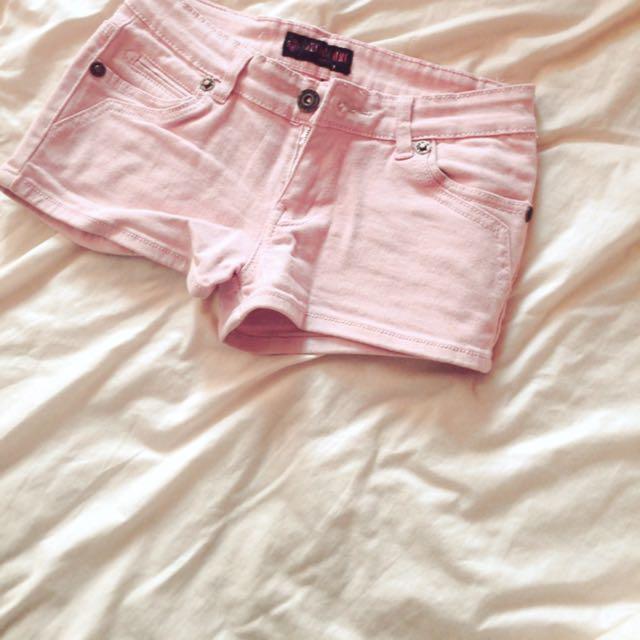粉紅m號牛仔短褲~9.5成新含運喔