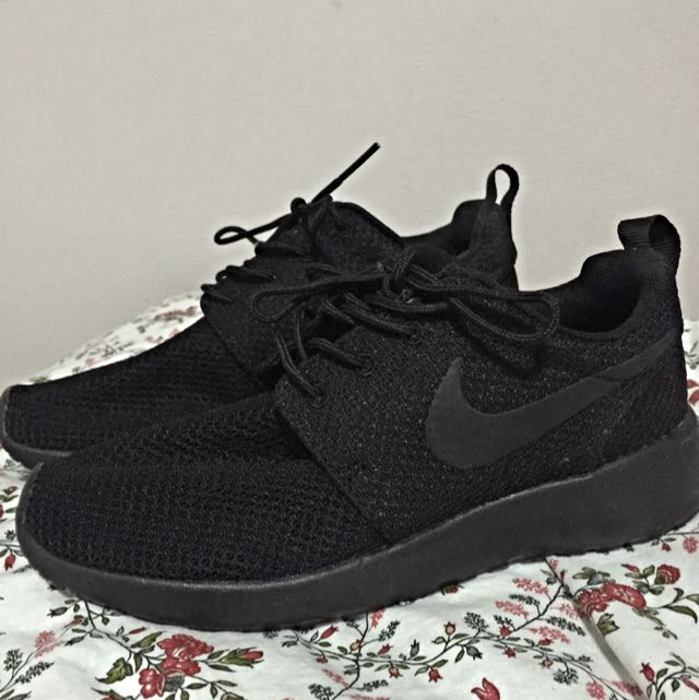 401db6d145d8 Nike Roshe Run Triple Black