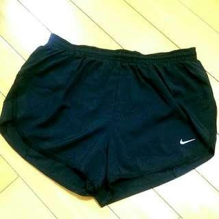 (待匯款)NIKE女款休閒短褲