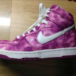 (出價保留中)Nike 渲染運動鞋
