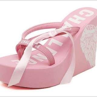 New~翅膀圖騰楔型厚底涼拖鞋