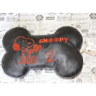🚚 全新 snoopy 刺繡 黑色 骨頭 皮革 抱枕 枕頭