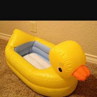 munchkin inflatable duck tub