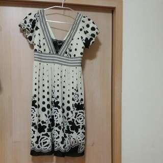 米色花朵洋裝