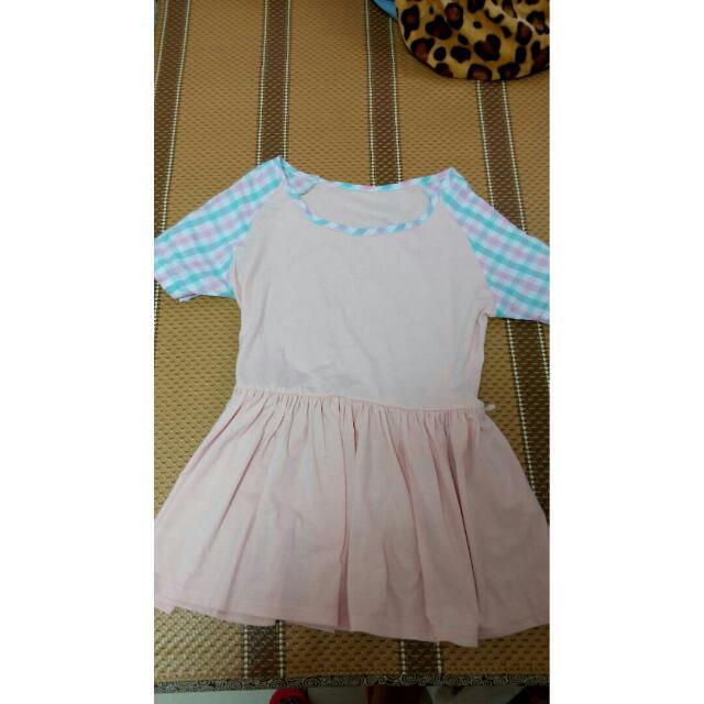 粉色短袖上衣