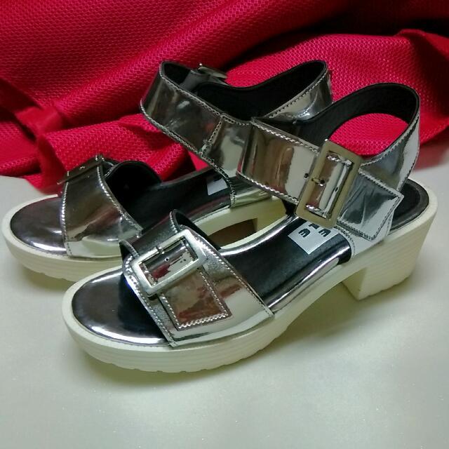 (零碼)亮面寬版涼鞋 Size 38