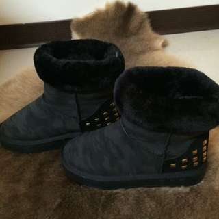 鉚釘迷彩雪靴