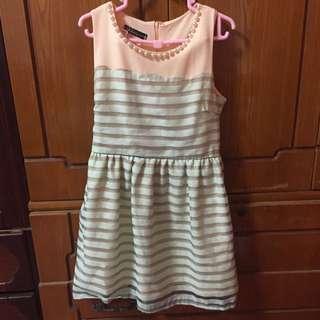 Giaoeiyan設計款 珍珠領口削肩連身洋裝(綠橘色)