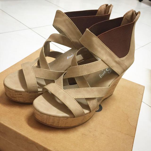 杏色羅馬楔型鞋 36號