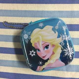 香港迪士尼樂園❄️冰雪奇緣糖果拉鍊鐵盒(可當耳機收納盒) 單個180$  ㄧ組三個500$🚩糖果期限到12月