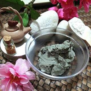 BE ACNE FREE - Clarifying Tea Tree Detox Mask