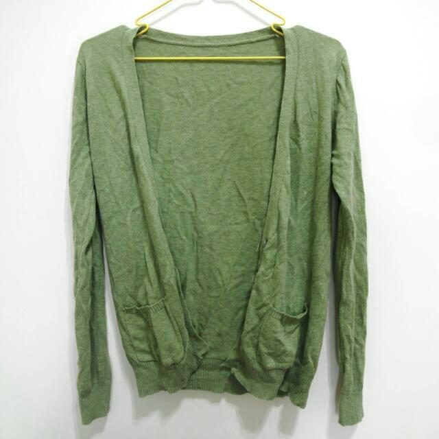 草綠色薄針織外套