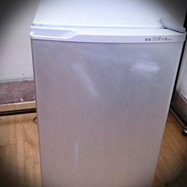 (保留中)大降價囉!~聲寶小冰箱 SR-081
