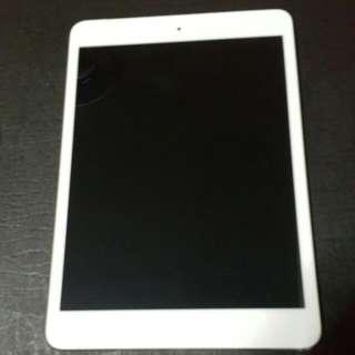 iPad mini 2 Wi-Fi, Cellular  銀色,可放sim卡,附送黑色皮套,32G