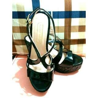 (降)閃耀橫條厚高跟涼鞋(黑)