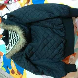 黑色菱格毛帽外套